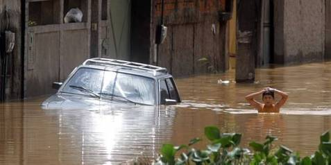 chuva-enchenteBaixada-FabioMotta-091112_tl